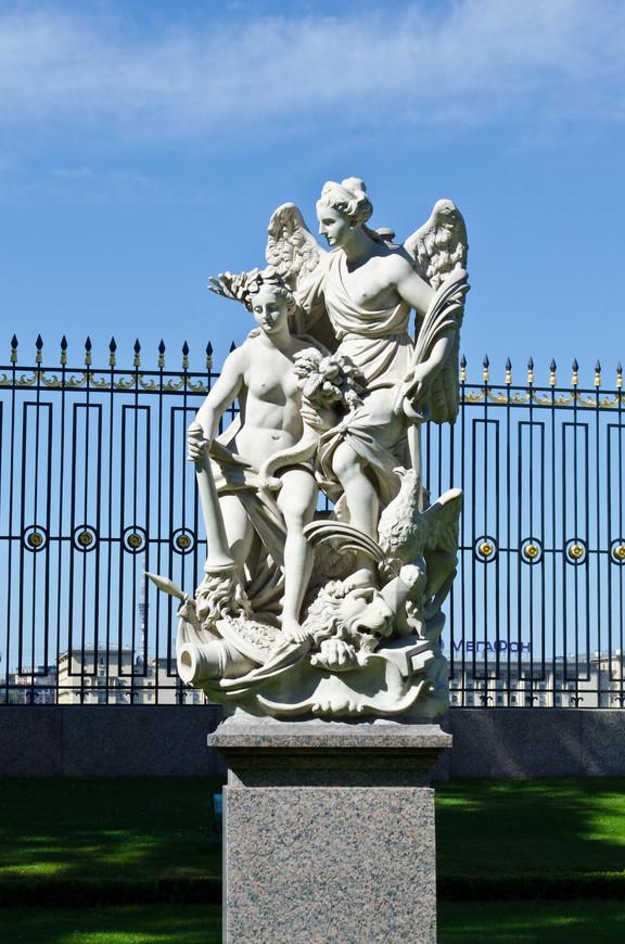 Статуя в Летнем Парке. Италия в России.