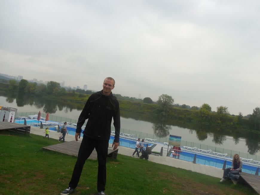 Филёвский парк (парк «Фили») - зона отдыха с бассейном и лежаками