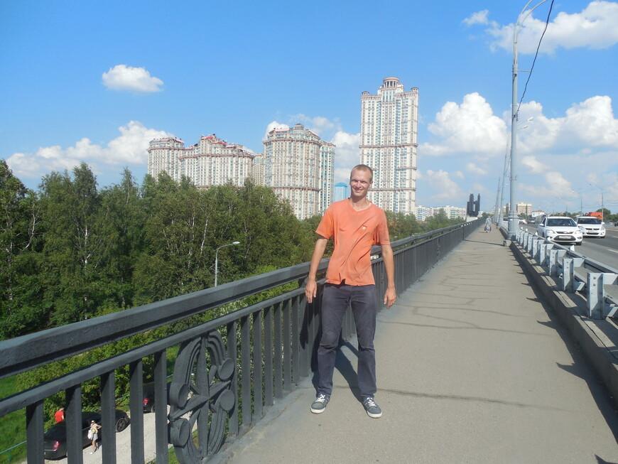 Жилой комплекс «Алые паруса» и Строгинский мост