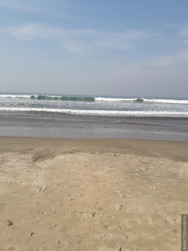 Утром мы приходим на пляж пораньше, чтобы побарахтаться в еще достаточно высоких(до 3 метров) приливных волнах.