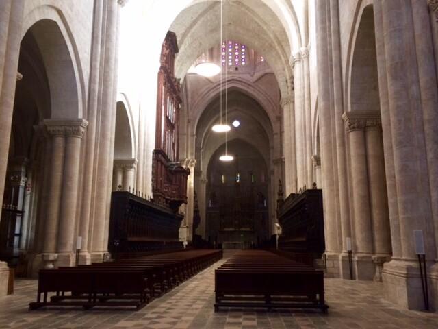 Прочитала историю этого собора, удивительно: строился с XII по XV в. на месте древнеримского храма Юпитера, после которого успела постоять мечеть
