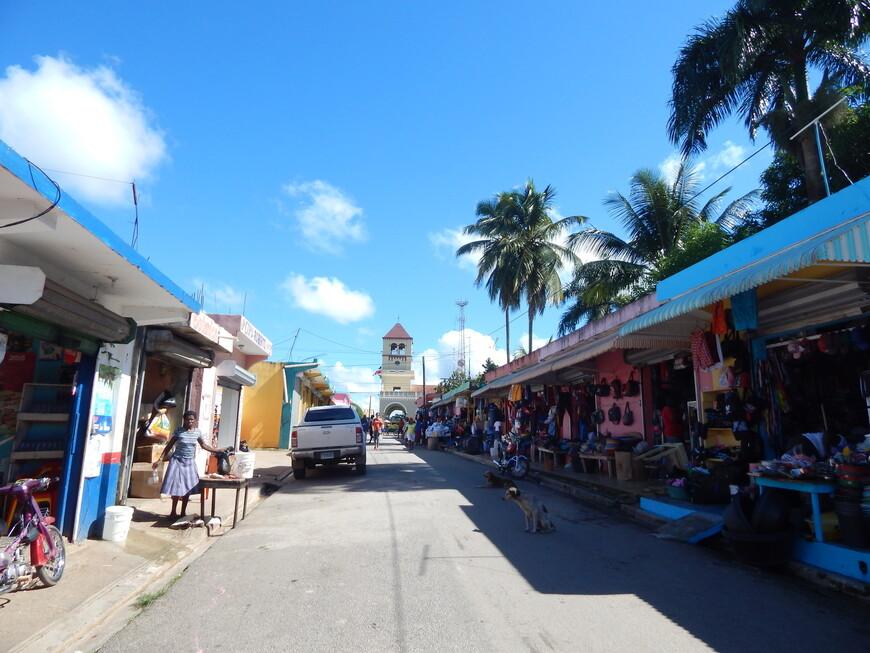 г.Баягуана,местный рынок.Идём посмотреть церковь.