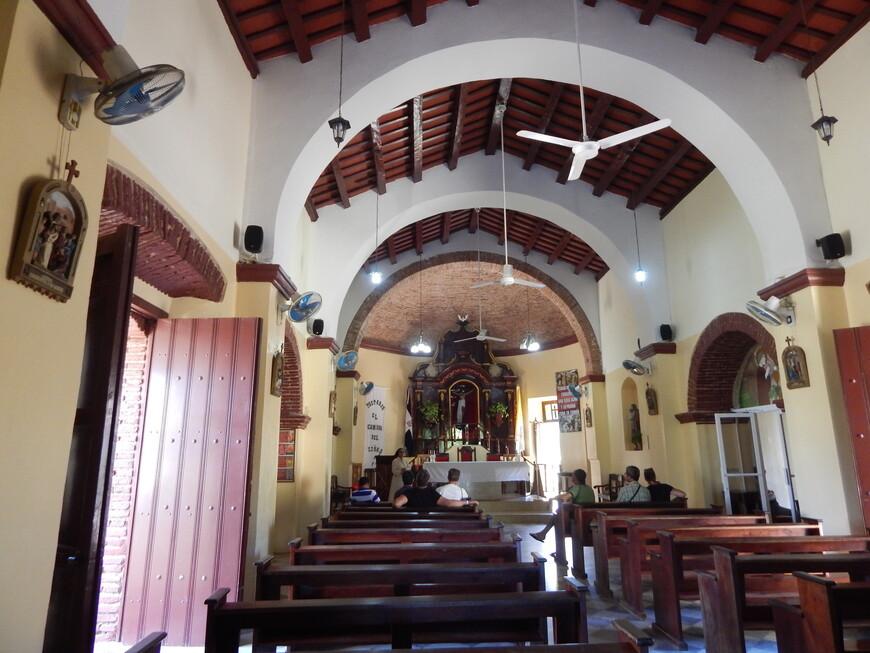 Немного отдохнули в прохладной церкви и поехали дальше.
