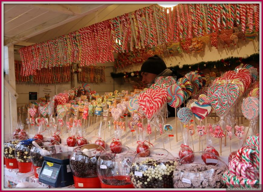 А на ярмарке было изобилие сладостей.