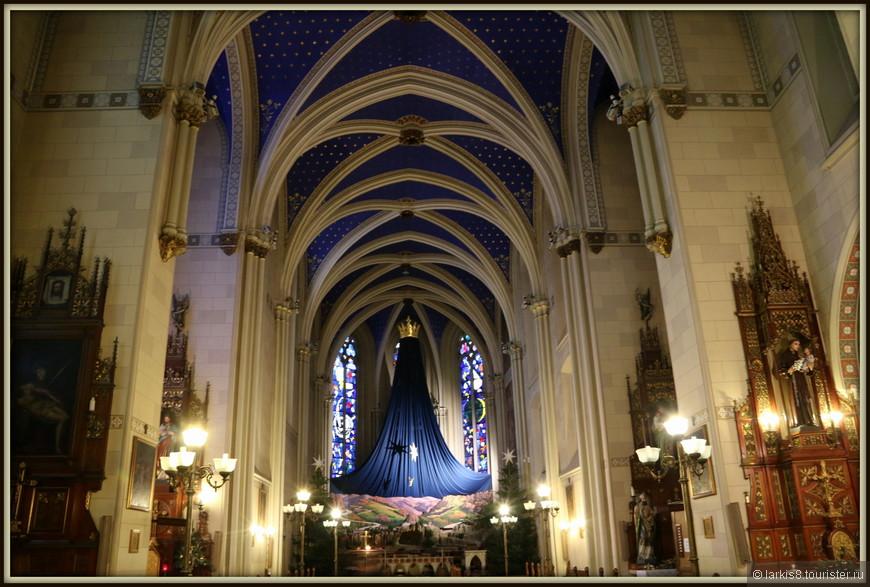 Францисканская церковь Св.Франциска, построенная в XVII веке тоже была стильно украшена к празднику.
