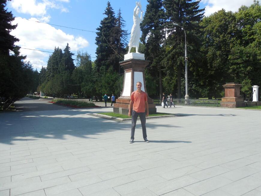 Парк Северного речного вокзала: скульптурная композиция «Водный путь»