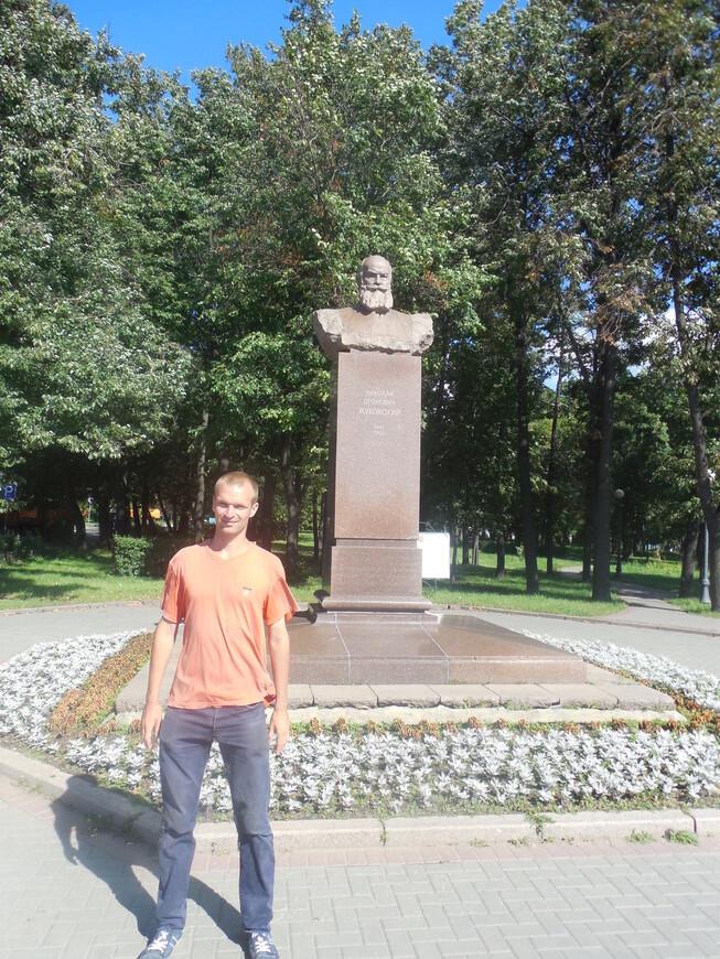 Петровский парк: памятник Жуковскому