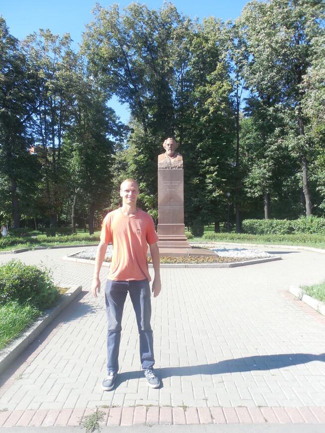 Петровский парк: бюст Циолковского