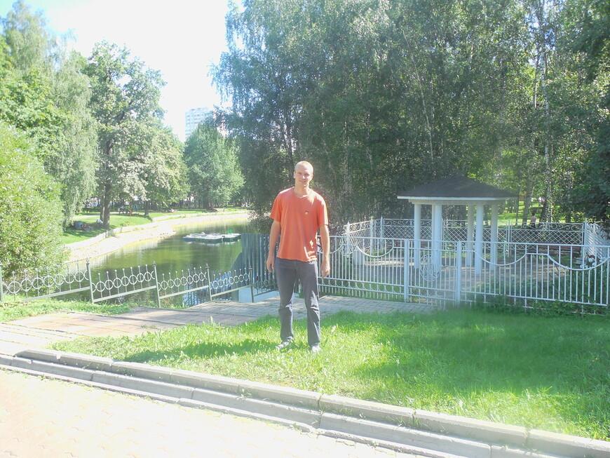 Лианозовский парк: беседка и Лианозовские пруды