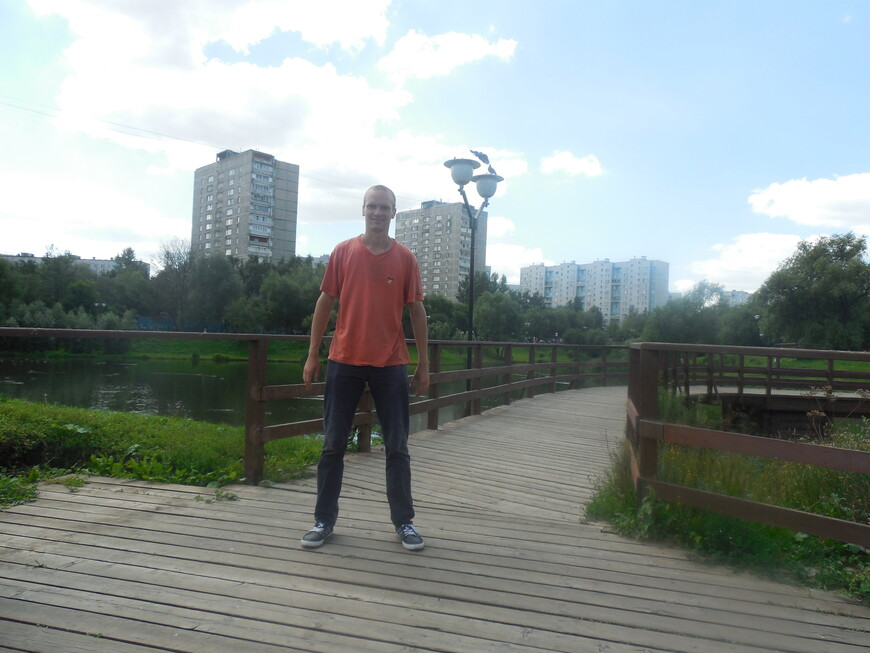 Этнографический комплекс «Бибирево» (Этнографическая деревня) - декоративный деревянный пешеходный мост через реку Чермянку
