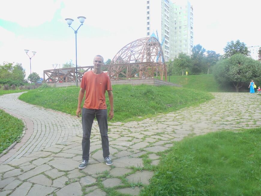 Этнографический комплекс «Бибирево» (Этнографическая деревня) - эстрада (используется для праздничных выступлений и концертов)