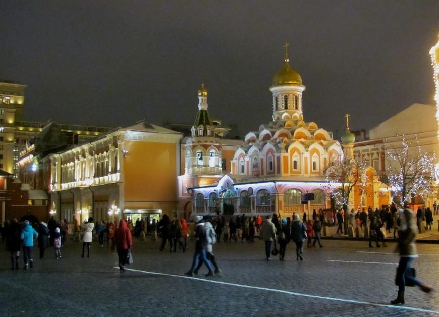 Прошли мимо Казанского собора