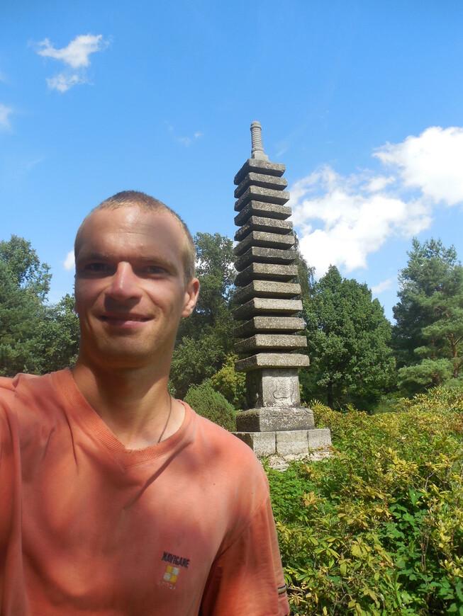 Японский сад в Ботаническом саду - каменная пагода