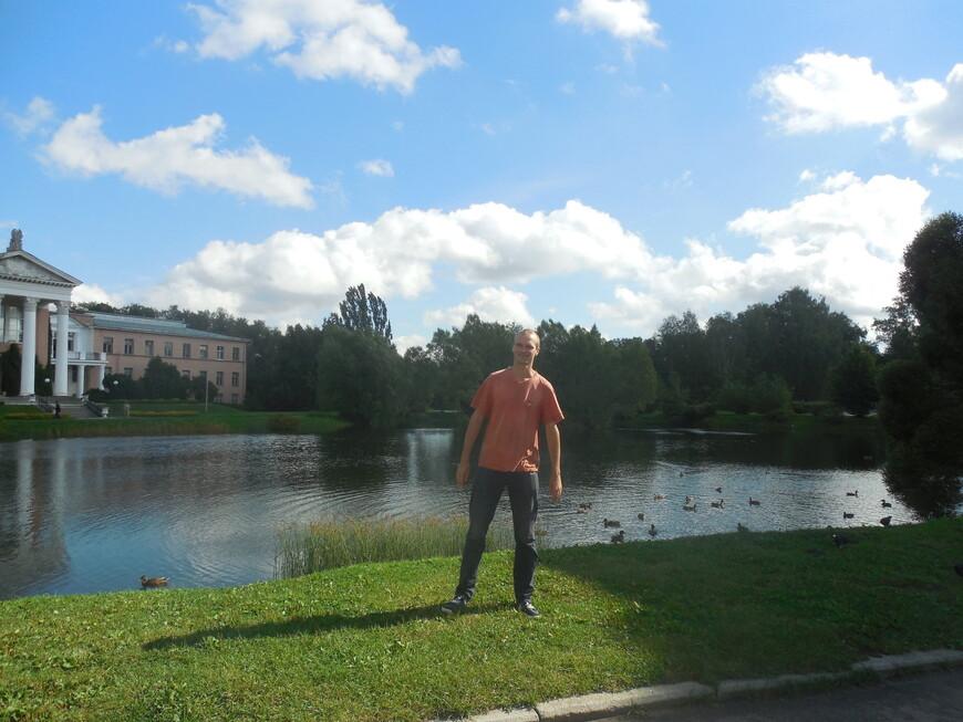 Главный ботанический сад имени Н.В. Цицина РАН: пруд и лабораторный корпус