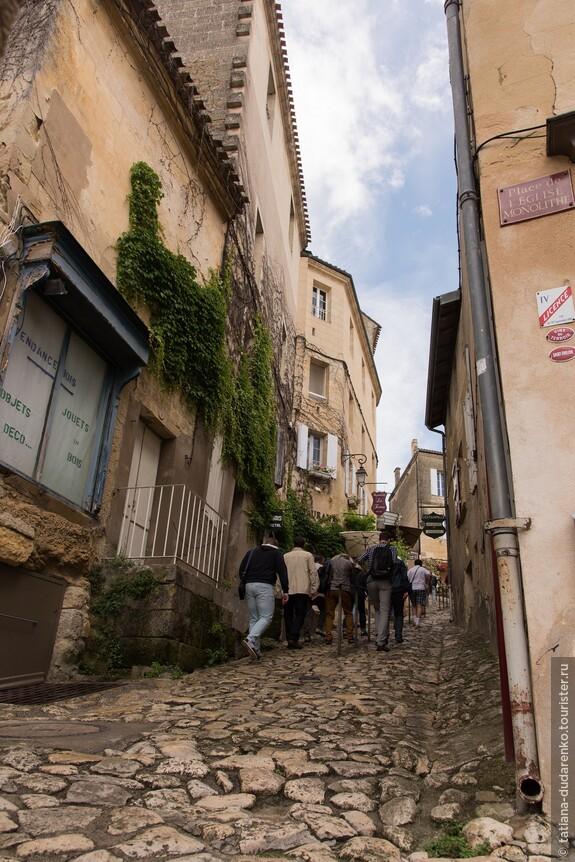 Крутые подъемы на узких улочках Сент-Эмильона