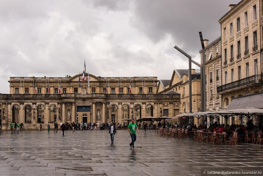 Одна из площадей Бордо
