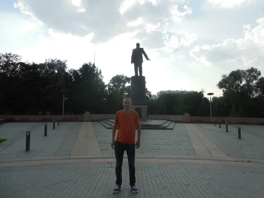 Аллея Космонавтов и Космопарк: памятник Королёву