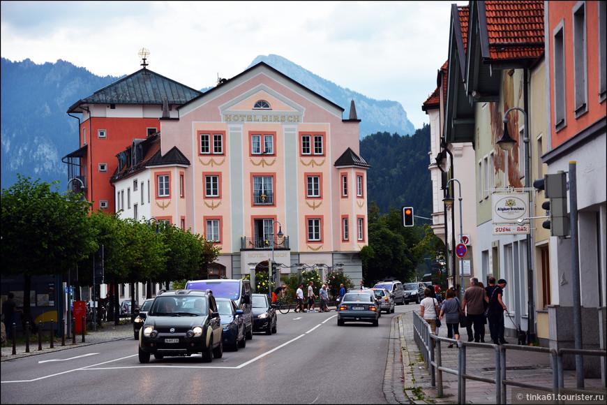 Отель Хирш на Кайзер-Максимилиан Плац неподалёку от вокзала.