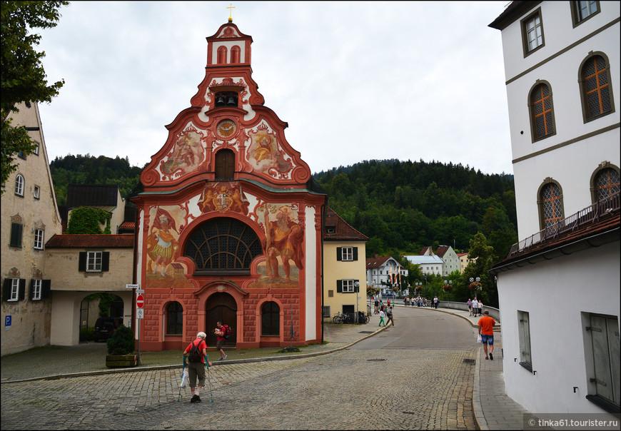 А вот  ещё одна очень интересная церковь. Это Госпитальная церковь Святого Духа,  одна из самых великолепных церквей города, построенная в стиле рококо в 18 веке.