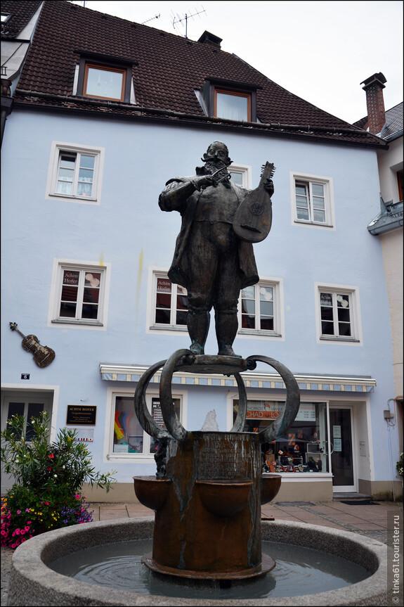 Очень понравилось, что в городе множество фонтанов, буквально на каждом шагу.