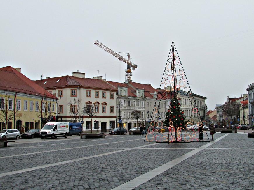 Ратушная площадь. В желтом двухэтажном здании слева, как предполагают, с 1519 г. располагалась печатня Франциска Скорины.