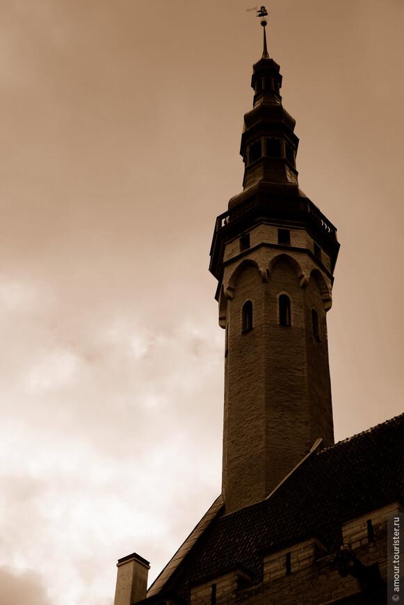 На башне Ратуши знаменитый флюгер Томас приветствует горожан и туристов.