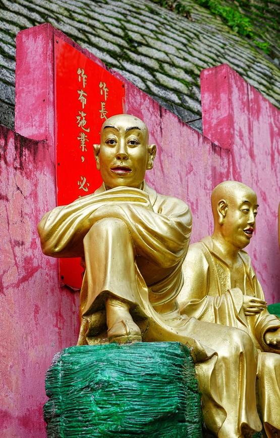 Конечно, не хватало рядом того, кто расскажет, что означает тот или иной Будда. Но сомневаюсь, что такой человек найдется...