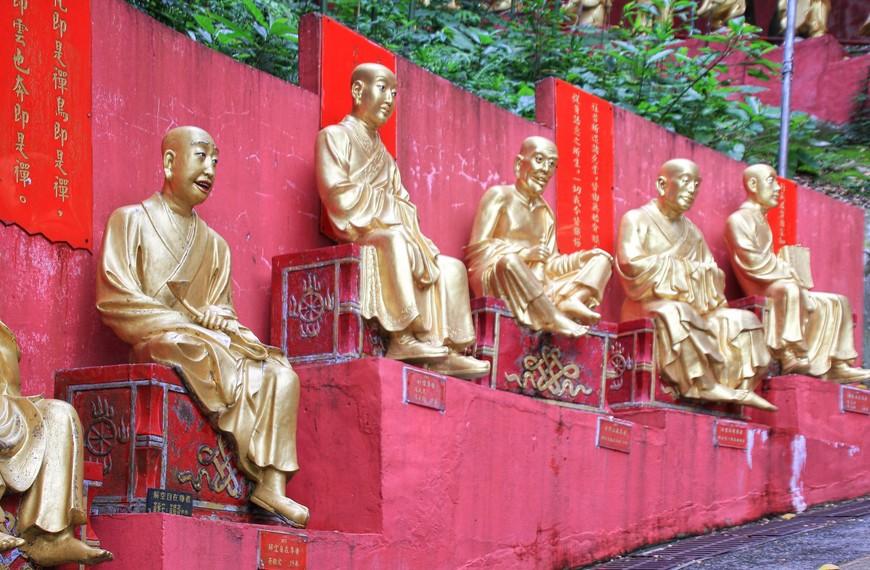 Надписей у Будд много. Но лично я воспринимаю иероглифы только как красивые картинки...