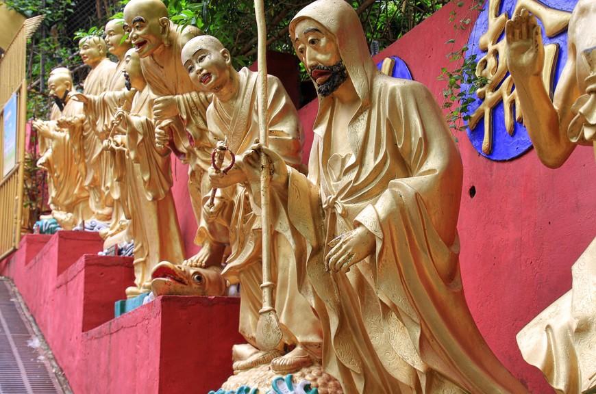 Когда до главного холла монастыря оставалось всего несколько ступеней, Будды были готовы разразиться аплодисментами.