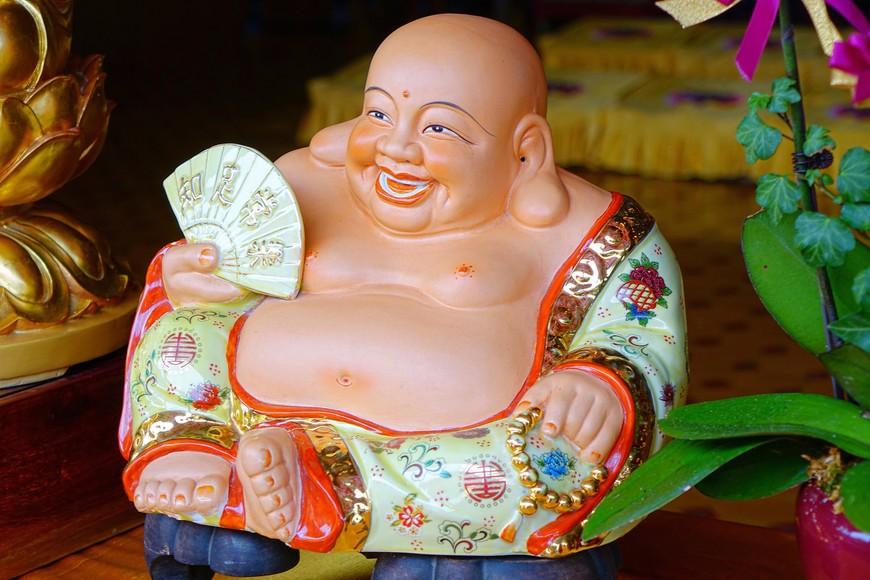 Смотрела на я этого Будду и понимала буддистов! Ну как в такого не верить! Вон сколько позитива!!!
