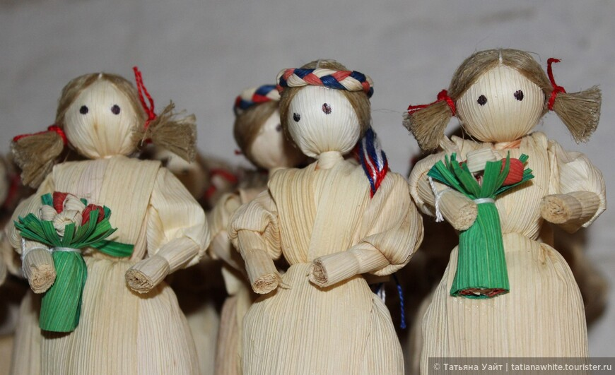 """""""Кукурузная кукла"""". Традиционный сувенир - словацкая кукла, без рта, абсолютно оригинальная, сделанная из сухих листьев кукурузы."""