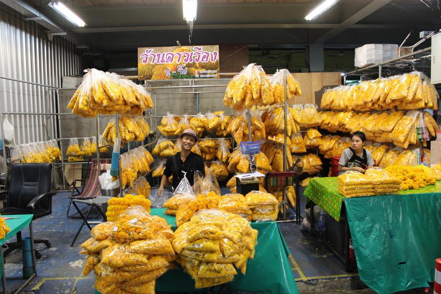На рынке цветов Пак Клонг  Талат.