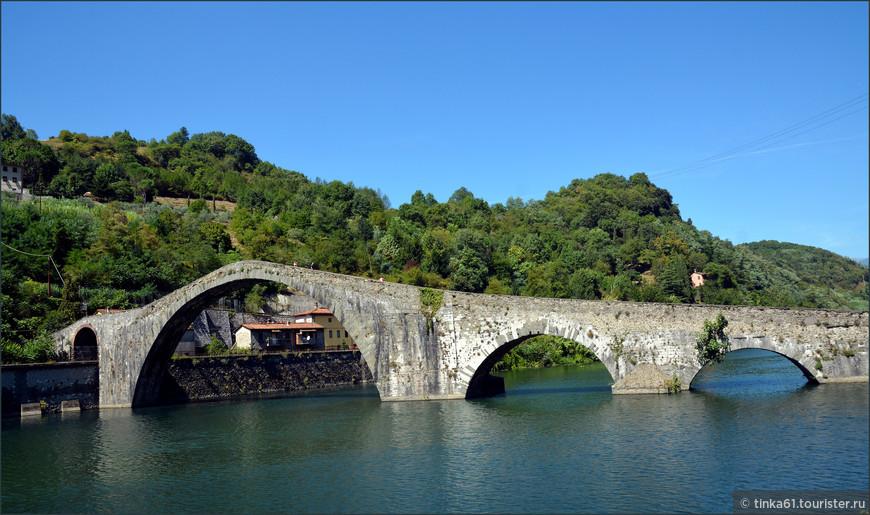 Мост Магдалины в местечке Борго-а-Моццано в окрестностях Лукки, Тоскана.