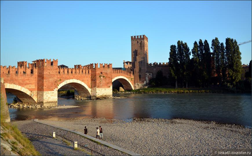 Мост Скалигеров, примыкающий к замку Кастельвеккио в Вероне. 14 век. Мощно и эстетично!