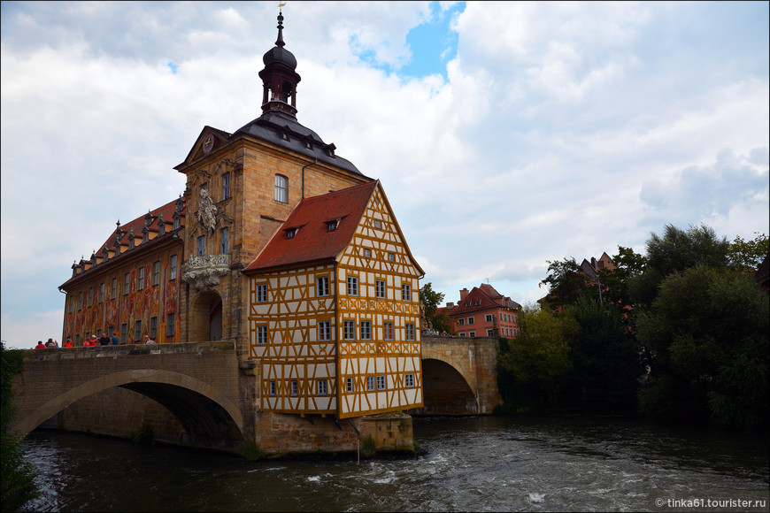 Верхний мост (Обере) через реку Регниц  в Бамберге. 14 век, одна из главных достопримечательностей города.