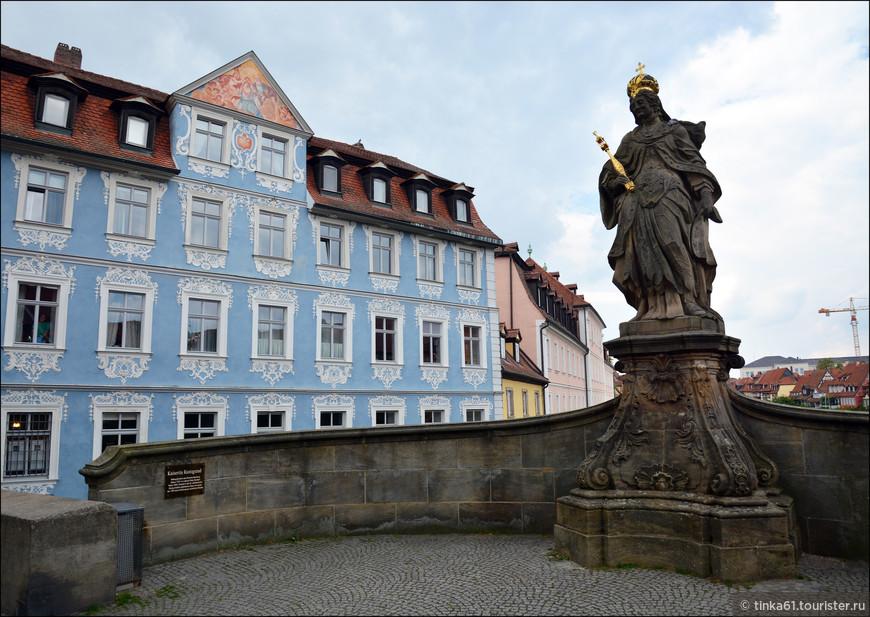 Оба участка моста Обере (Верхнего) построены в стиле барокко, украшены скульптурами, среди которых почетное место принадлежит статуе святой Кунигунды.