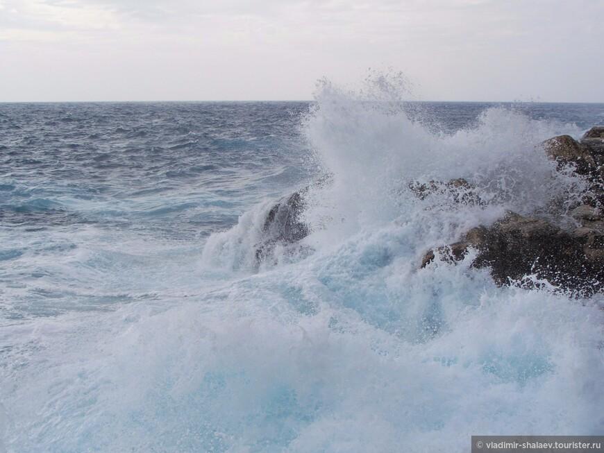 Голубая вода.