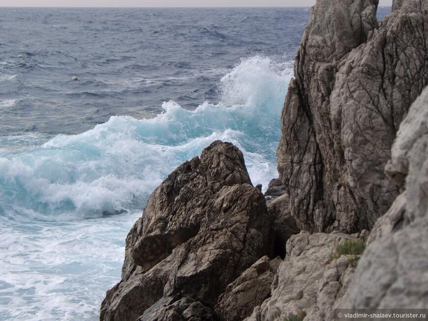 Голубая вода Адриатики.