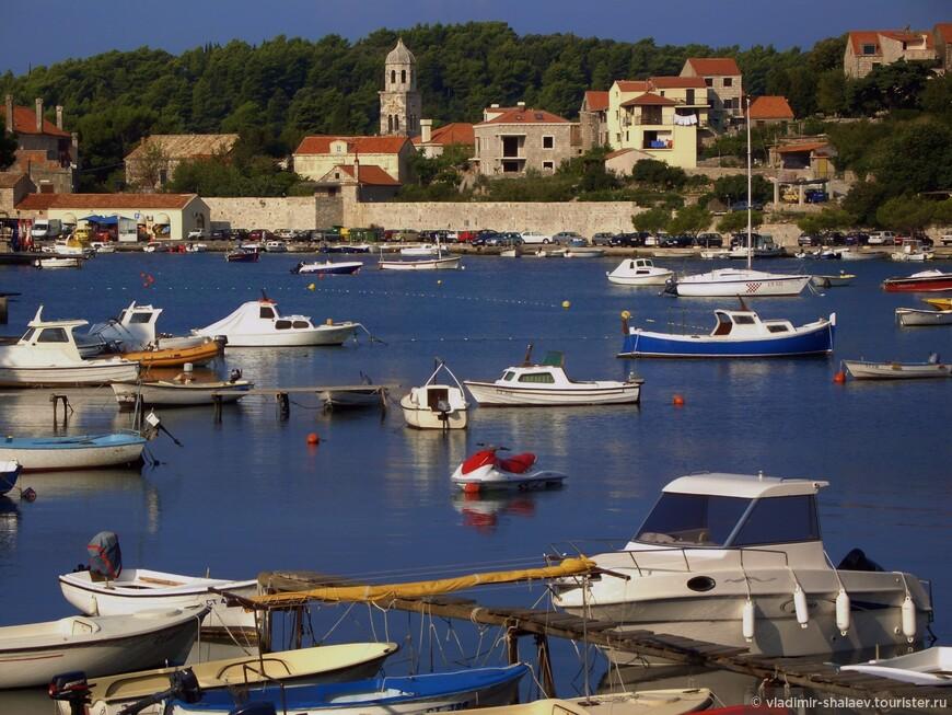 Гавань Цавтата, хорваты называют её мариной.