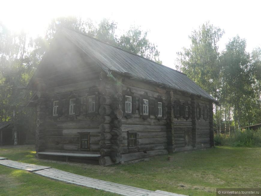 """Один из старых  русских домов в """"Костромской слободе"""", почти во все дома можно войти и посмотреть экспозиции"""
