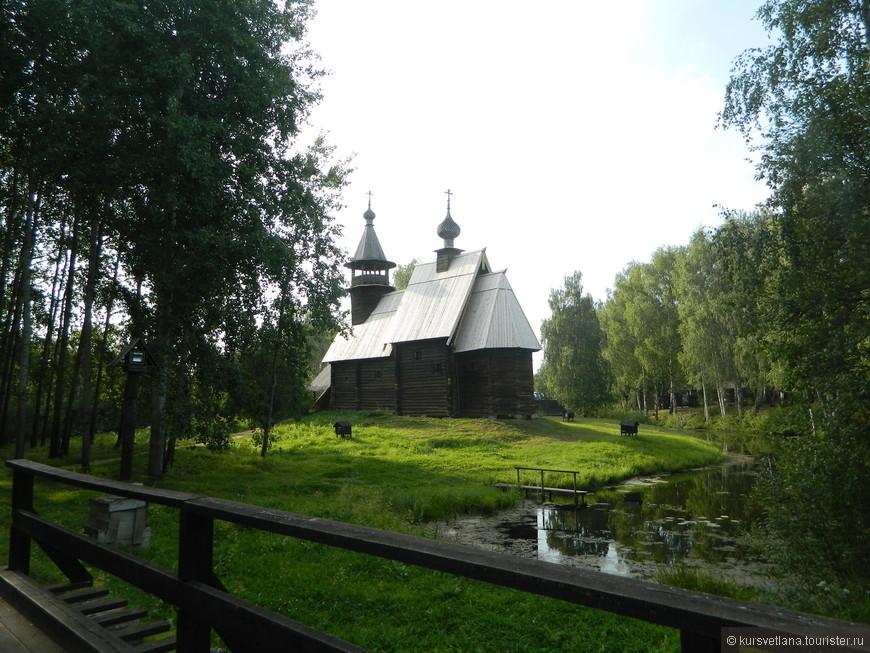 """Музей деревянного зодчества """"Костромская слобода"""", пруд большой, можно взять напрокат лодку"""