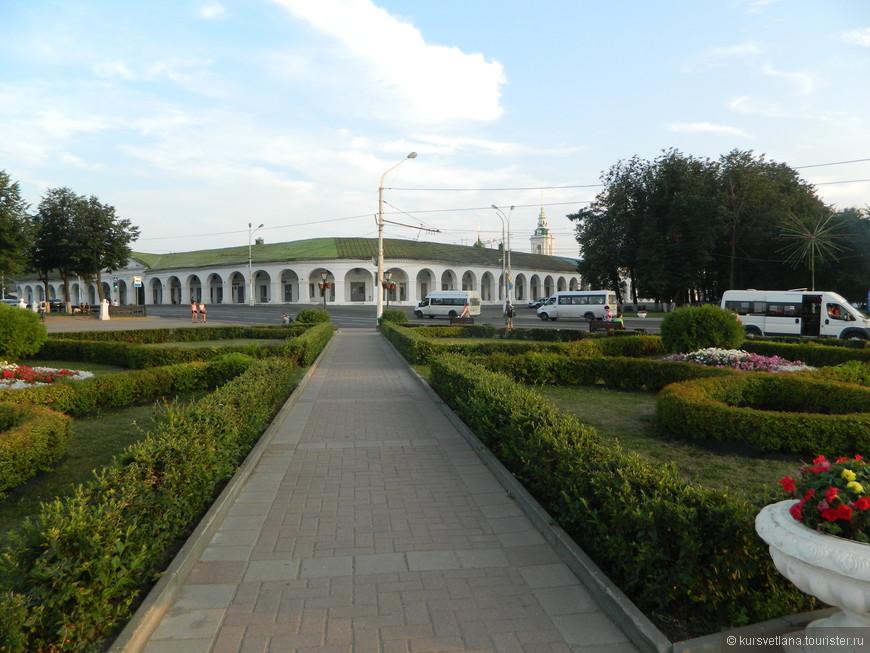 Центр города, гостиный двор с церковью Спаса в рядах