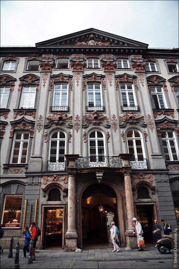 Навороченный декор фасадов, засмотреться можно!