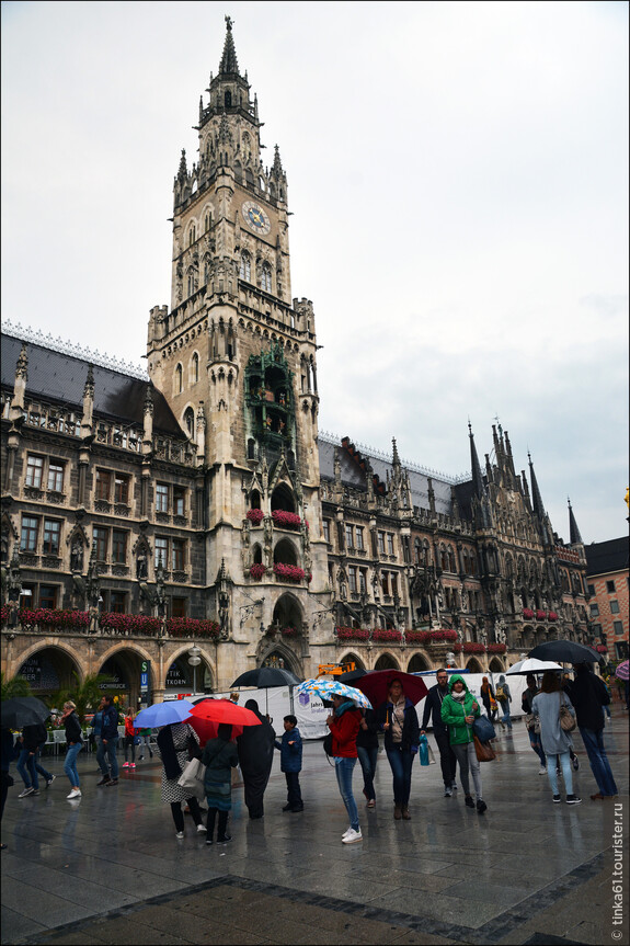 Новая Ратуша на Мариенплац. Это уже самый центр Мюнхена, куда я дошла от Резиденции минут за 15.