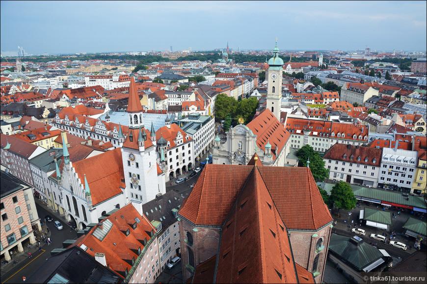 А такими видами Мюнхена можно любоваться, поднявшись на башню Петерскирхе. Всего лишь 294 ступеньки, и весь Мюнхен у Ваших ног!