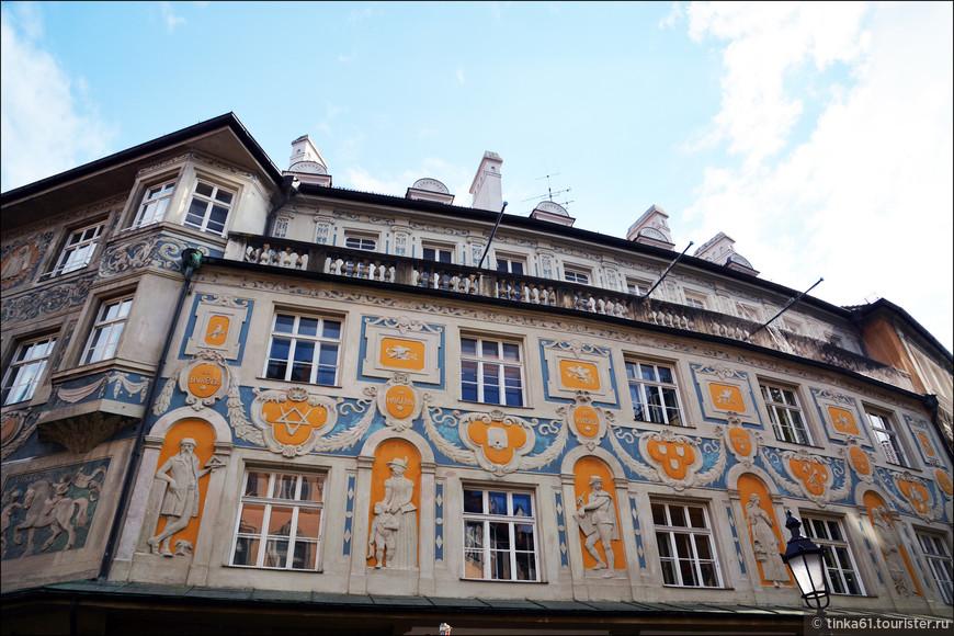 Декор  фасада Дома Руффини