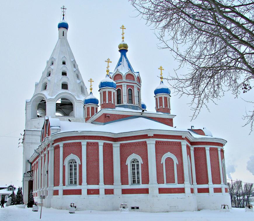 Тихвинская церковь и Соборная колокольня.