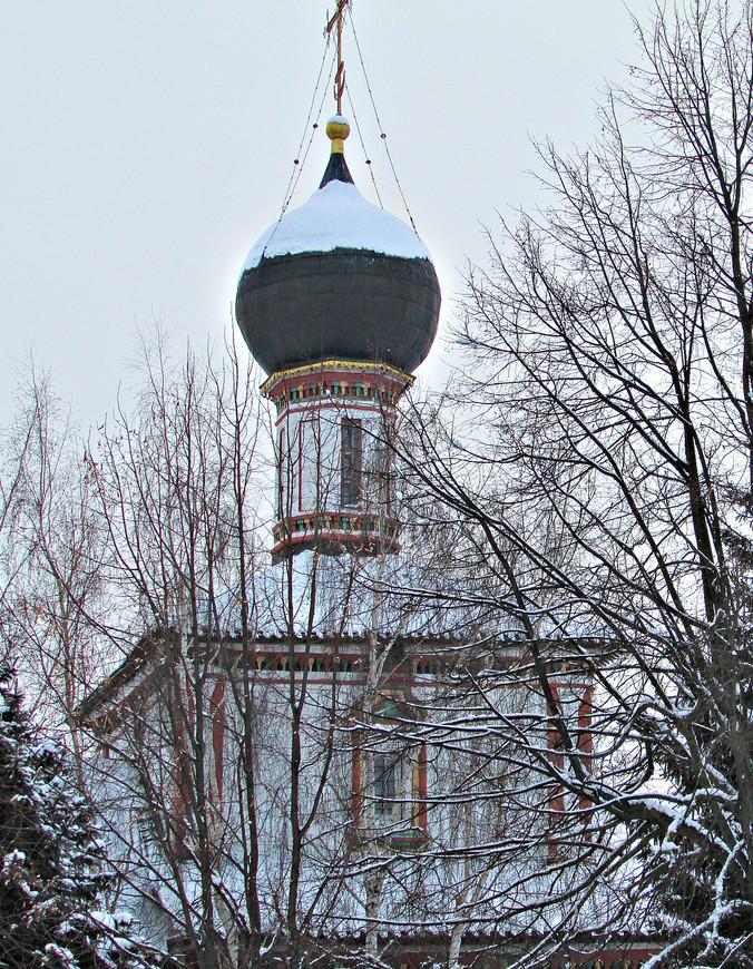 Главка Троицкой церкви со стороны Соборной площади.