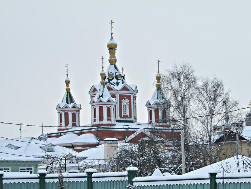 Главы Крестовоздвиженского собора женского Брусенского монастыря.