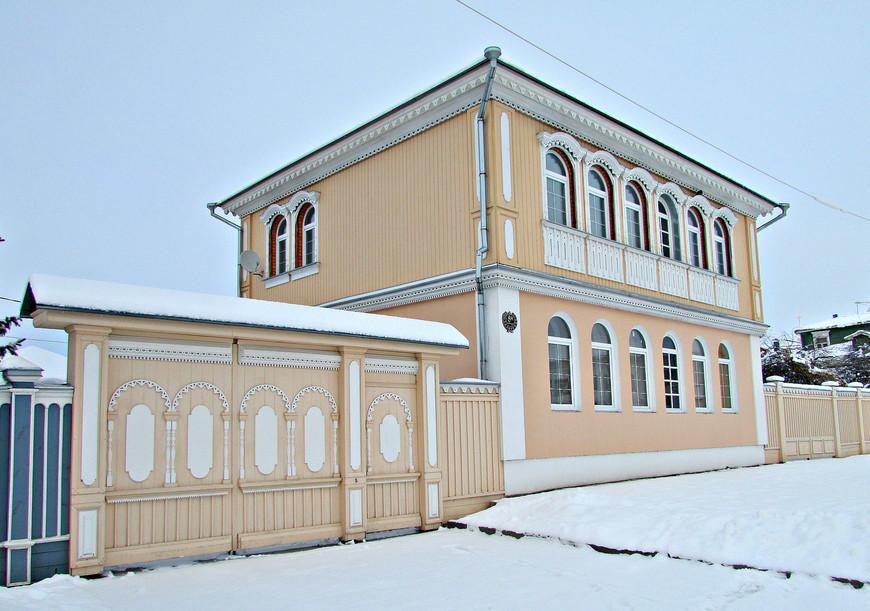 Старинные деревянные особняки на ул. Лажечникова.